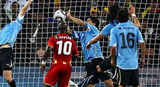 "Uruguay elminates Ghana 4-2 in penalty kicks; ""Hand of Suárez"" saves the day"